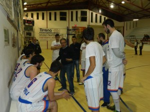 Coach Di Rocco durante un time out